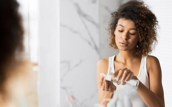 PŁYN MICELARNY - czym się różni od toniku, mleczka i innych kosmetyków do demakijażu?
